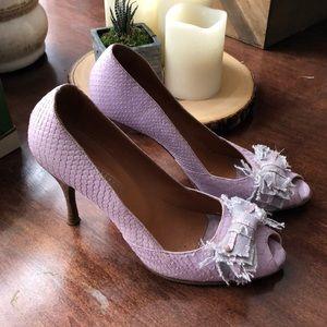 🌸 Italian snakeskin peep toe heels 👠
